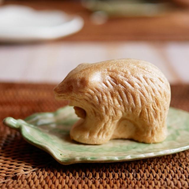 木彫りの熊の最中